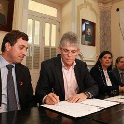 Ricardo sanciona lei que vai beneficiar mais de 23,9 mil microempresas em 2018