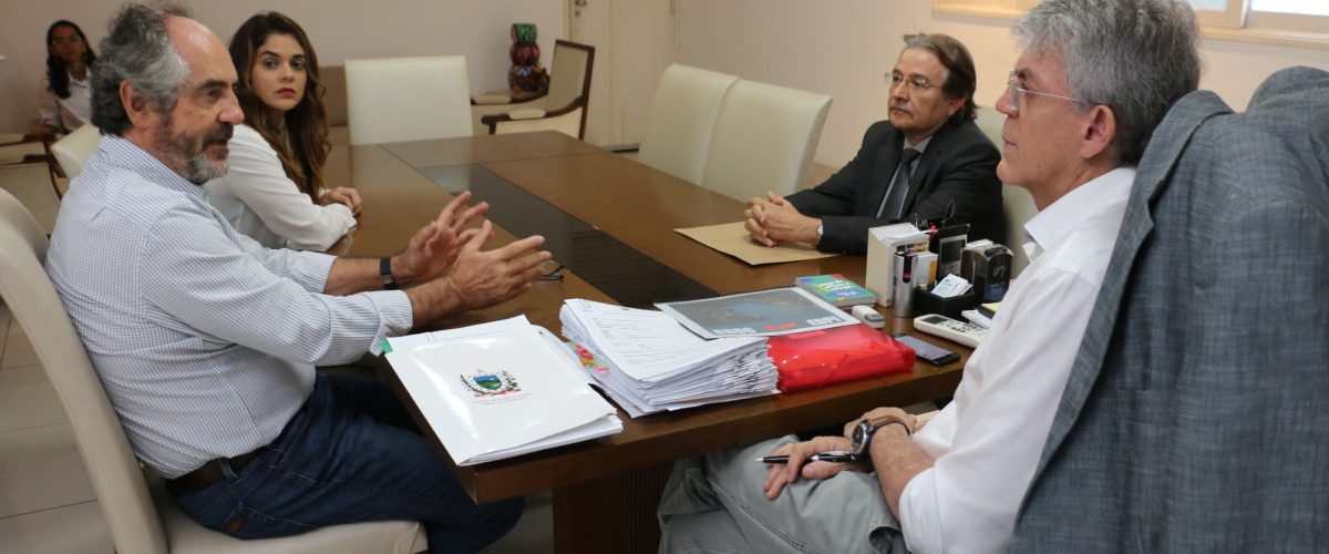 Ricardo assina protocolo para ampliação da Cambuci com geração de 600 empregos diretos