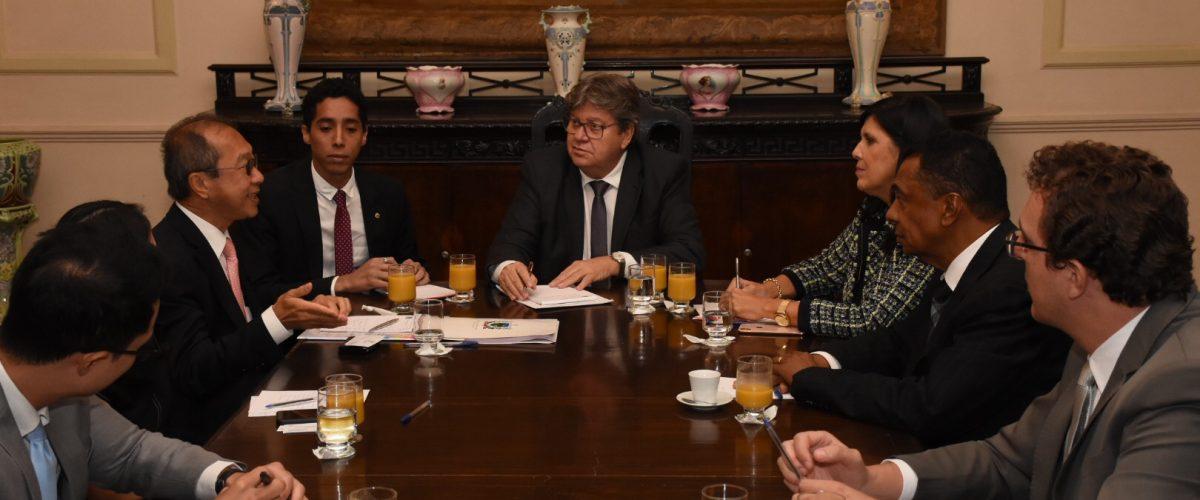 João Azevêdo apresenta potencial econômico da Paraíba ao embaixador da Tailândia no Brasil
