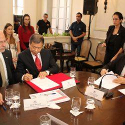 João Azevêdo assina protocolo de intenções para instalação de estaleiro de Lucena com investimento de R$ 3,5 bilhões