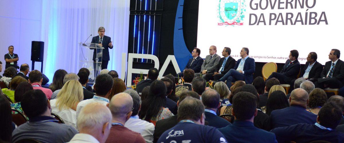 João Azevêdo participa de abertura do JPA Travel Market no Centro de Convenções