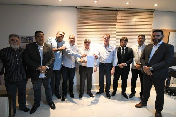 João Azevêdo assina protocolo de intenções para instalação de unidade industrial da Alumasa na Paraíba