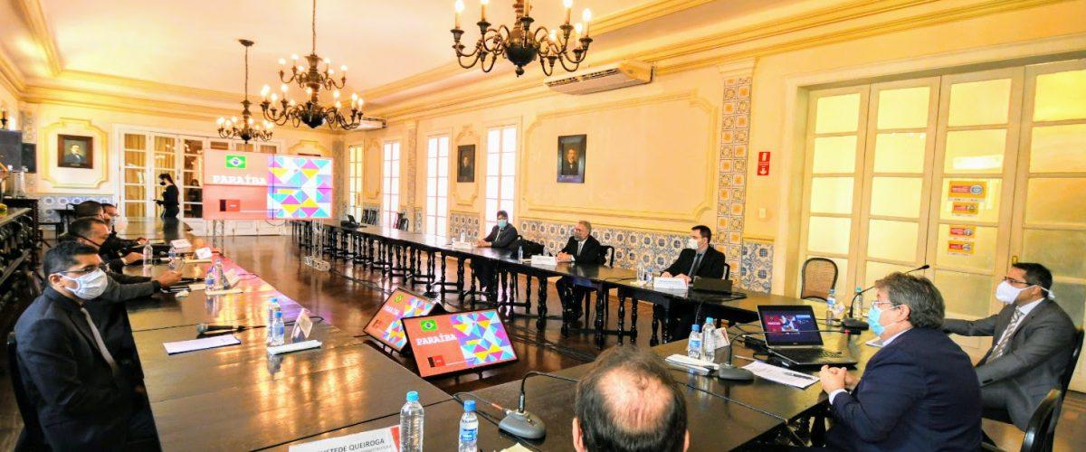 João Azevêdo discute investimento de R$ 1 bilhão em implantação de parque eólico com representantes da EDF Renewables