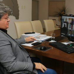 João Azevêdo assina protocolo de intenções para instalação de parques solares em São José de Lagoa Tapada