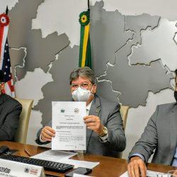 João Azevêdo e embaixador dos EUA assinam memorando de entendimento e estabelecem parcerias em áreas estratégicas para o desenvolvimento do estado