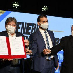 João Azevêdo anuncia instalação da maior fábrica de painel solar da América Latina na Paraíba